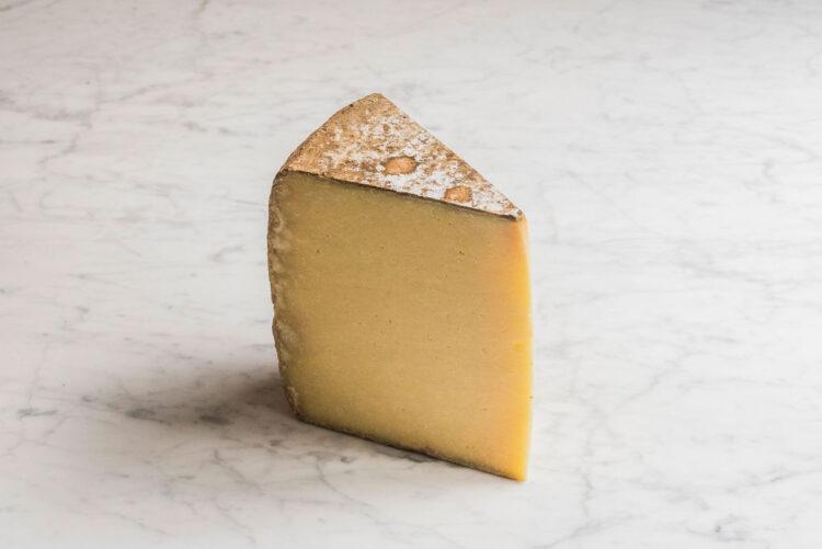 Cantal au lait de race Salers - Auvergne